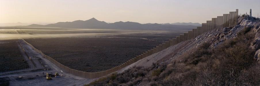 De muur tussen Mexico en de Verenigde Staten. Foto: Kai Wiedenhöfer