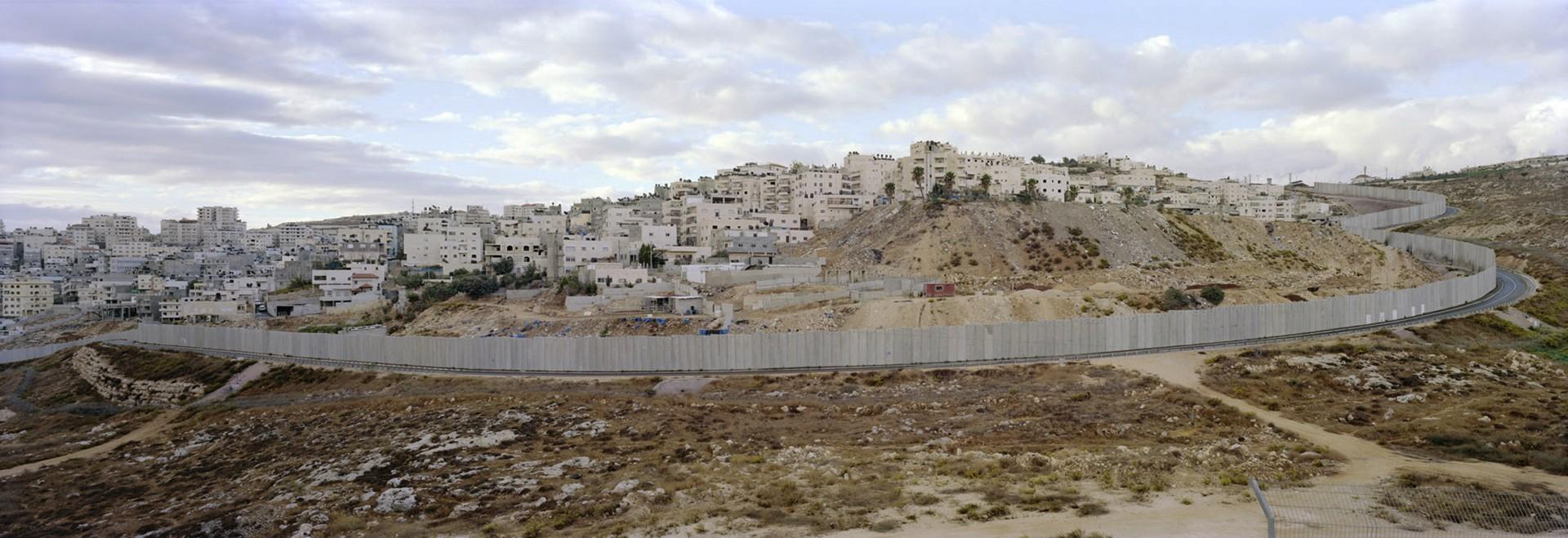 De muur in Jeruzalem die Israël scheidt van de Palestijnse gebieden. Foto: Kai Wiedenhöfer