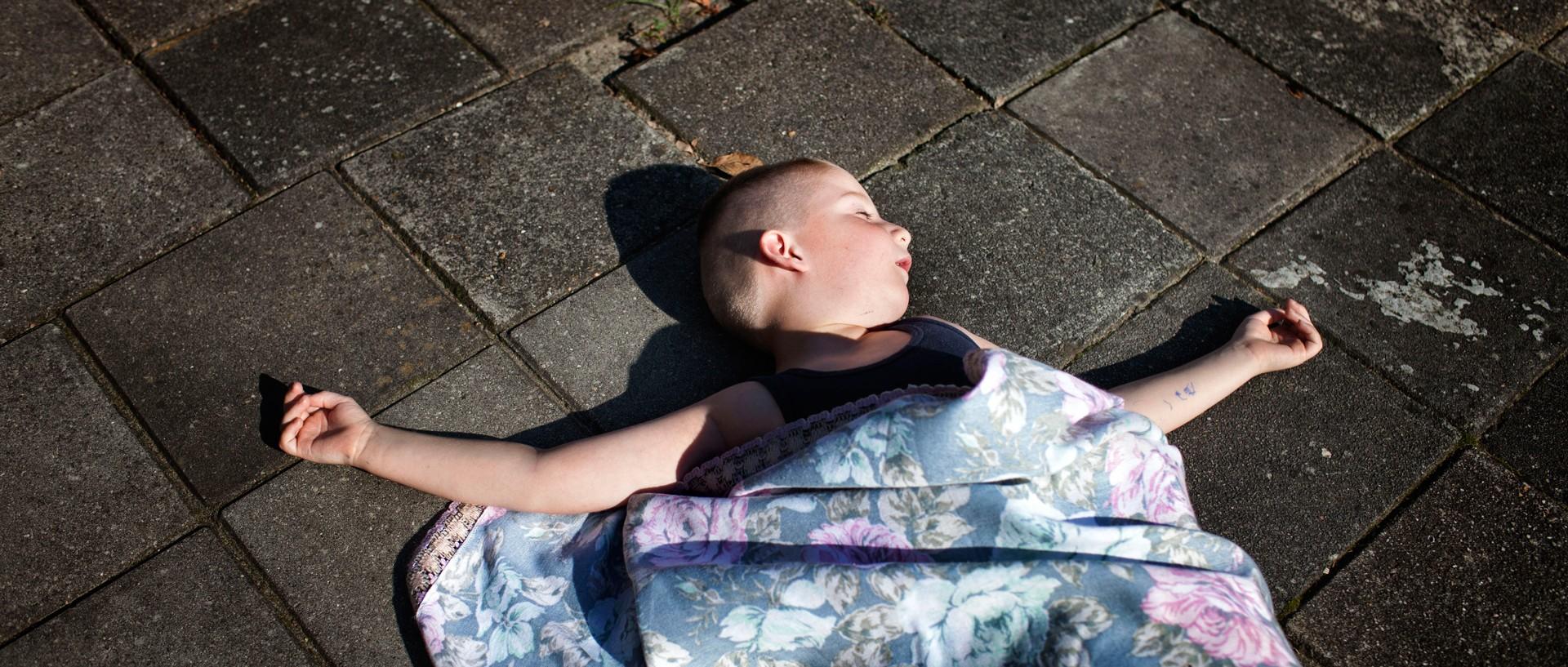 Alex is een kind met het foetaal alcoholsyndroom (FAS). Deze foto is onderdeel van het project 'FAS-kinderen, geboren met alcoholschade' van fotograaf Allard de Witte en journalist Joost Bos. Foto: Allard de Witte