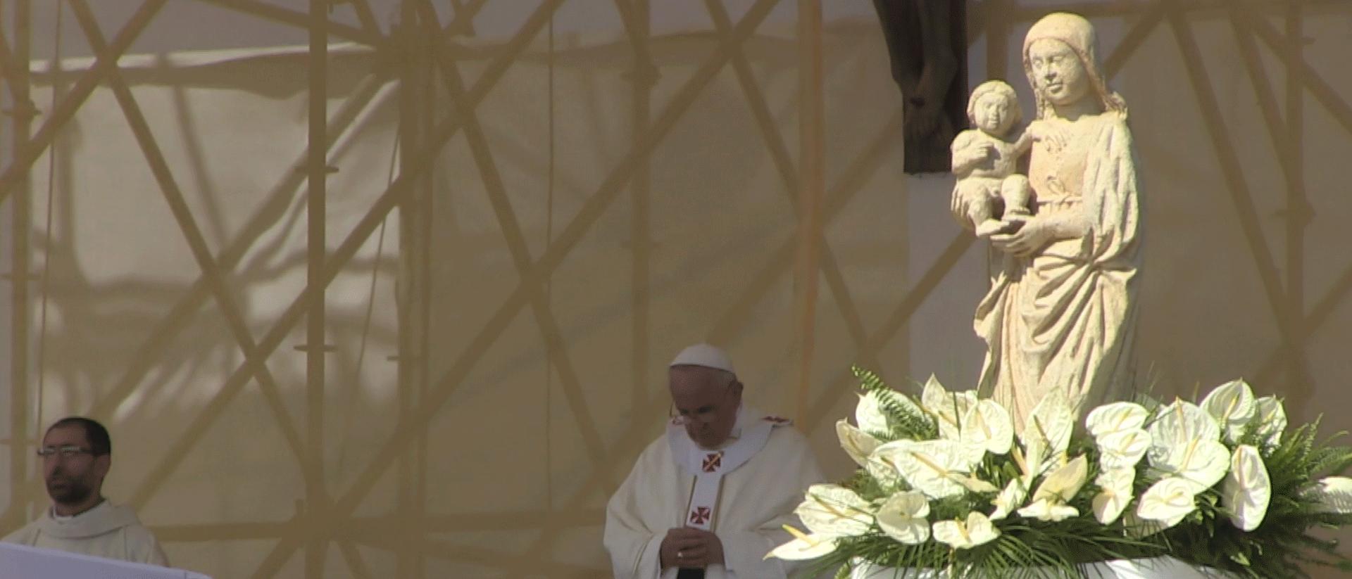 Mini-docu: Hoe de paus het opneemt tegen de maffia