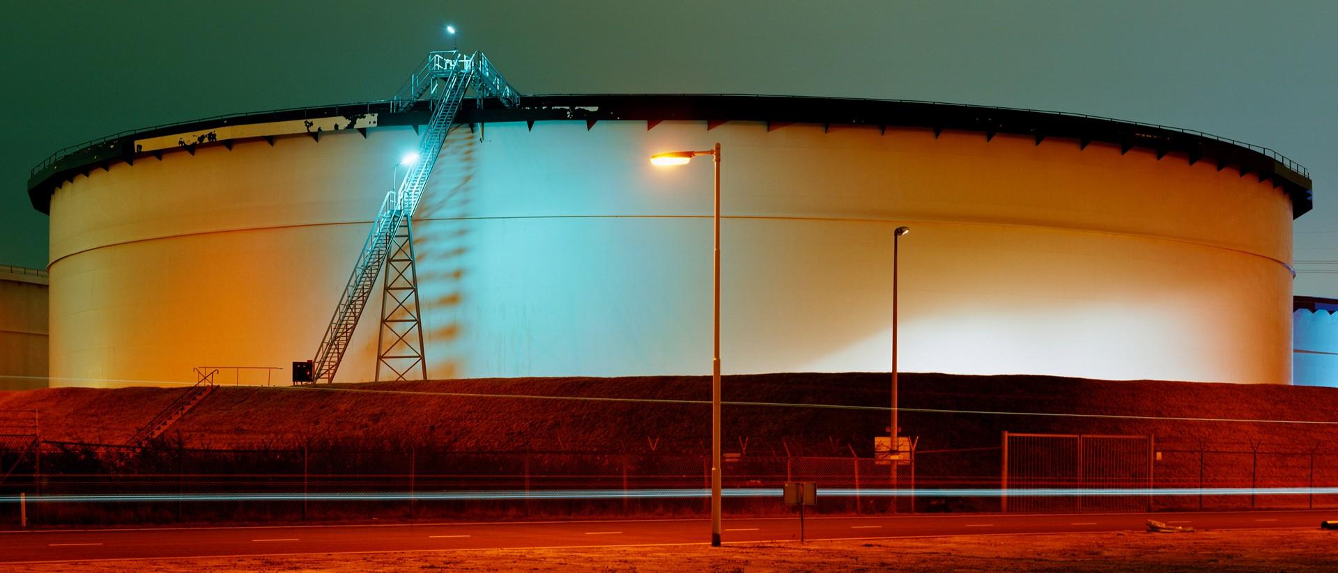 Olie-opslagtank op de Maasvlakte in Rotterdam. Foto: Mischa Keijser/Hollandse Hoogte