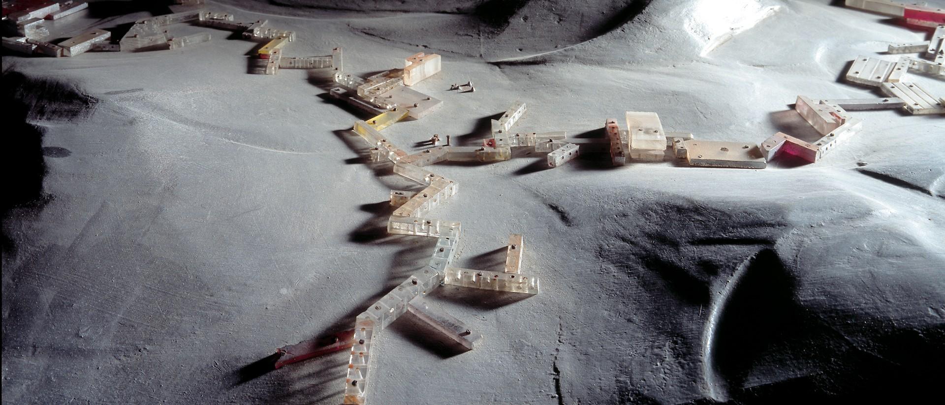 Detail uit werk van Constant Nieuwenhuys, 'Sectoren in berglandschap', New Babylon, 1967. Collectie Gemeentemuseum Den Haag.