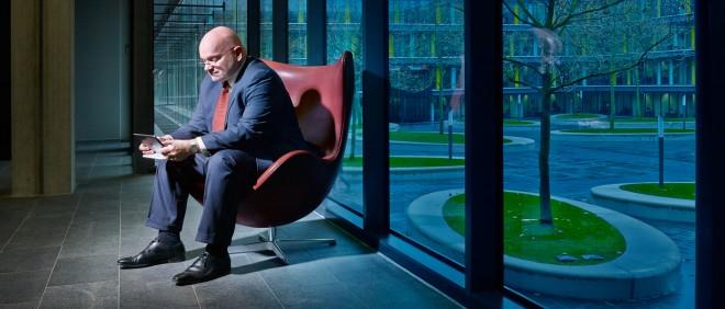 Hans Blokpoel op het Ministerie van Financiën in Den Haag. Foto: Eddo Hartmann (voor De Correspondent)
