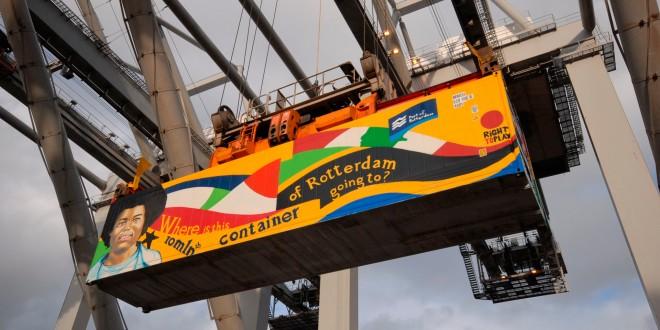 Een speciaal beschilderde container wordt vanuit Rotterdam verscheept richting Azië ter viering van het Europese record dat Rotterdam vestigde met het overslaan van 10 miljoen containers. Foto: Ries van Wendel de Joode/Hollandse Hoogte