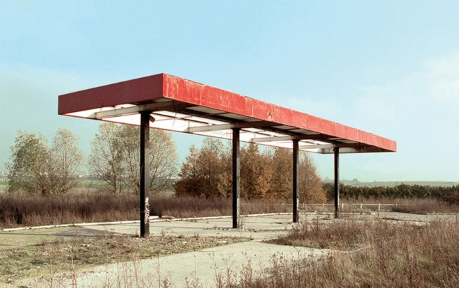 Station #1, from 'Twentysix Abandoned Gasoline Stations' Fotograaf: Eric Tabuchi