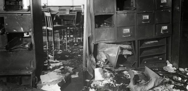 De ravage na de aanslag op het bevolkingsregister van Amsterdam op 27 maart 1943. Foto: Hollandse Hoogte