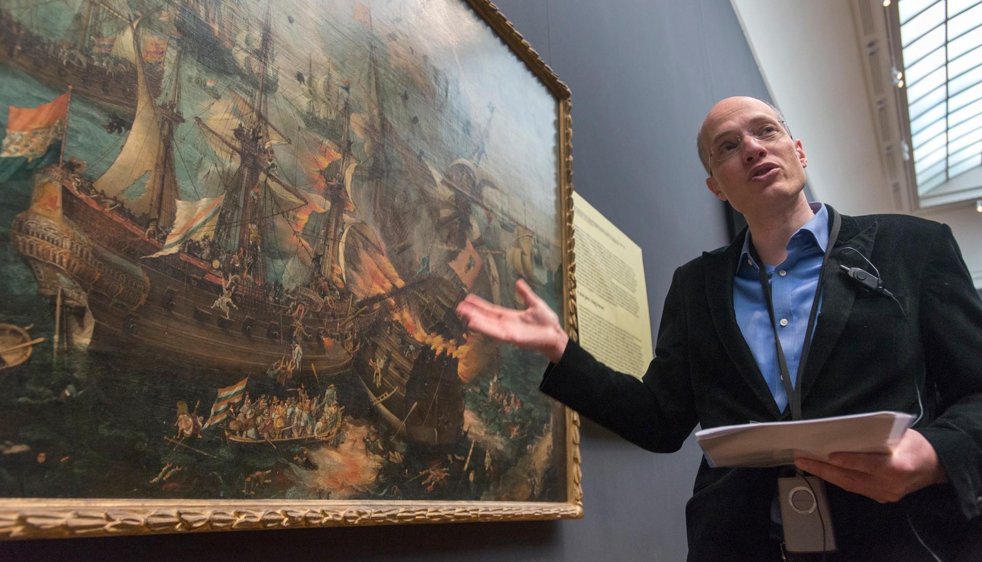 Alain de Botton explains The Battle of Gibraltar. Photo: Herman Wouters/Hollandse Hoogte