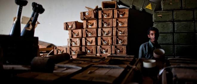 Een van de depots vol wapens in Zintan (Libië) vlak nadat het is veroverd door rebellen, in juli 2011. Foto: Bryan Denton/Hollandse Hoogte