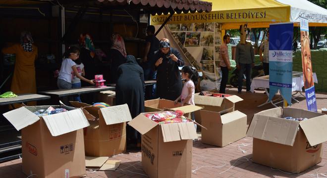 Door speelgoed te verkopen, zamelt de religieuze Bülbülzadestichting geld in voor de 400.000 Syrische vluchtelingen in de Turkse stad Gaziantep. Foto: Huib de Zeeuw