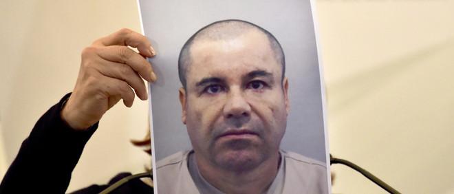 Tijdens een persconferentie van de Mexicaanse politie op 13 juli wordt een recente foto getoond van Joaquín 'El Chapo' Guzmán, die kort daarvoor ontsnapte uit de gevangenis. Foto: Yuri Cortez/AFP