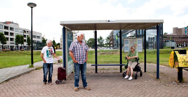 Bushalte voor de HugoHopper in Heerhugowaard. Foto: Niels Blekemolen (voor De Correspondent)
