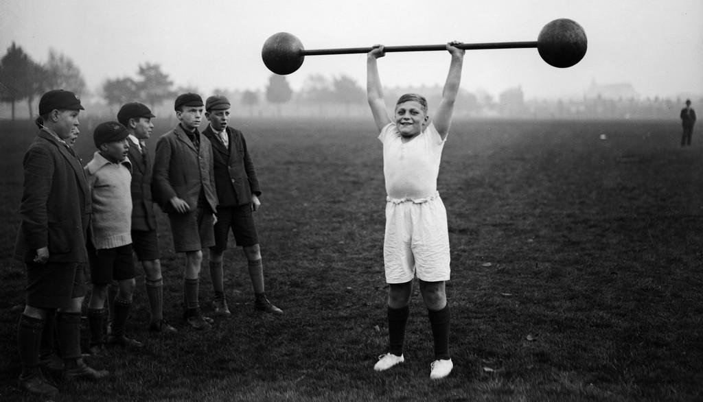 De elfjarige William Albert Turkley tilt vijftig kilo, 22 oktober 1931. Foto: Hulton Archive / Getty