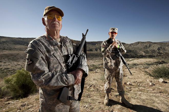 Twee keer per jaar komen wapenliefhebbers samen in Arizona om te schieten op de grootste schietbaan van de Verenigde Staten. Alle foto's uit dit stuk zijn van de bijeenkomst in 2012. Foto: Christian Lamontagne / Hollandse Hoogte / Cosmos