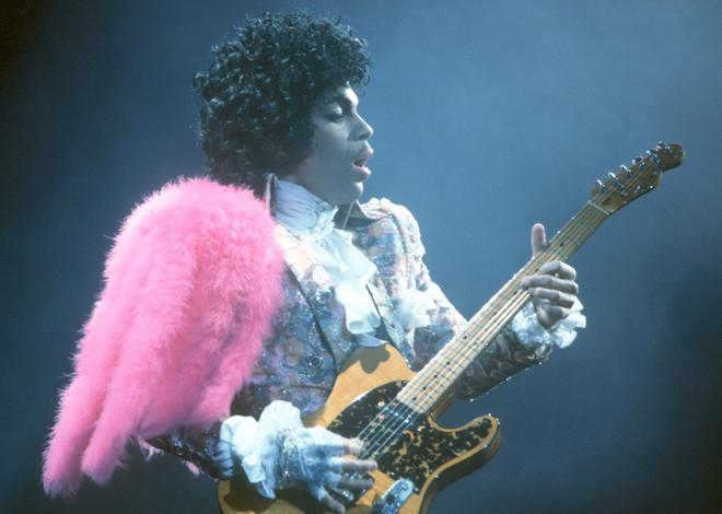 Prince live op het podium in het Fabulous Forum op 19 februari 1985, Californië. Foto: Michael Ochs Archives / Getty Images
