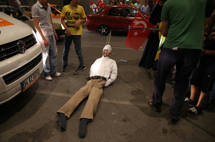 An effigy of Islamic cleric Fethullah Gülen gets dragged along the ground at Atatürk National Airport in Istanbul on July 17, 2016. Photo by Berk Ozkan / Anadou