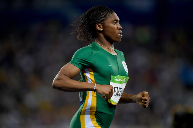 De Zuid-Afrikaanse Caster Semenya tijdens de halve finales van de vrouwen op de 800 meter in Rio, 2016. Foto: Shaun Botteril / Getty Images