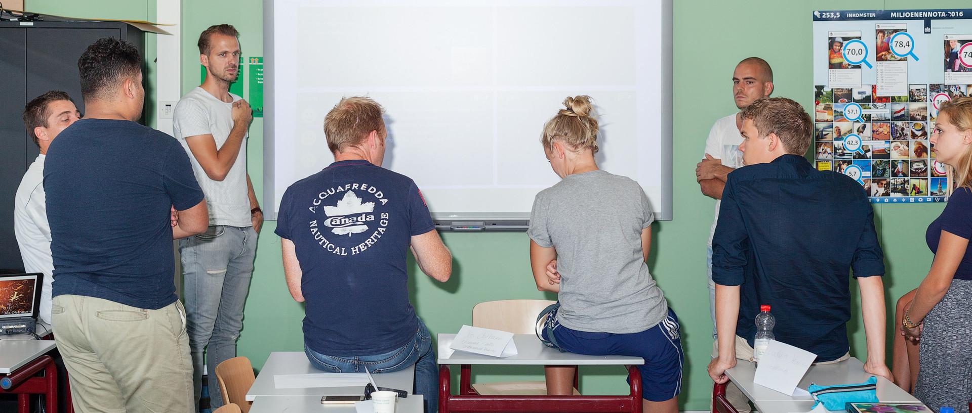 Een 'bordsessie' volgens de leerKRACHT-methode. Foto: Florian Braakman (voor De Correspondent)
