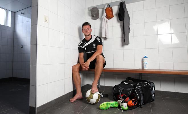 Bart Vriends in de kleedkamer toen hij nog bij Go Ahead Eagles speelde in 2015, Vriends speelt nu bij Sparta. Foto: Maartje Geels / Hollandse Hoogte