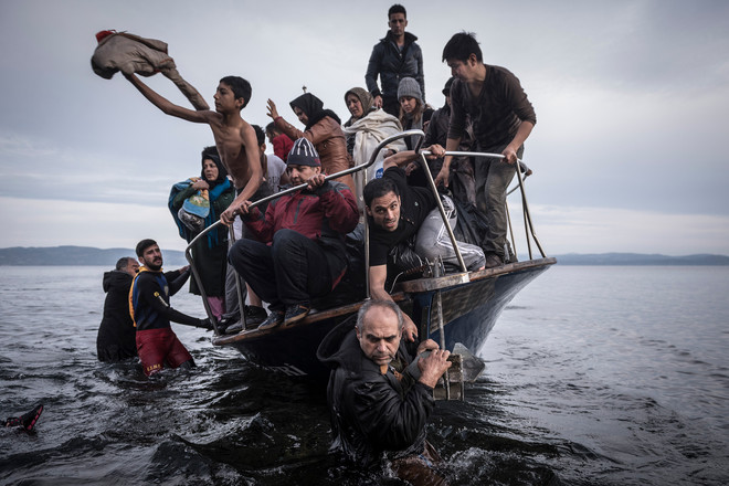 De aankomst van bootvluchtelingen op het Griekse eiland Lesbos. Foto: Sergey Ponomarev / The New York Times