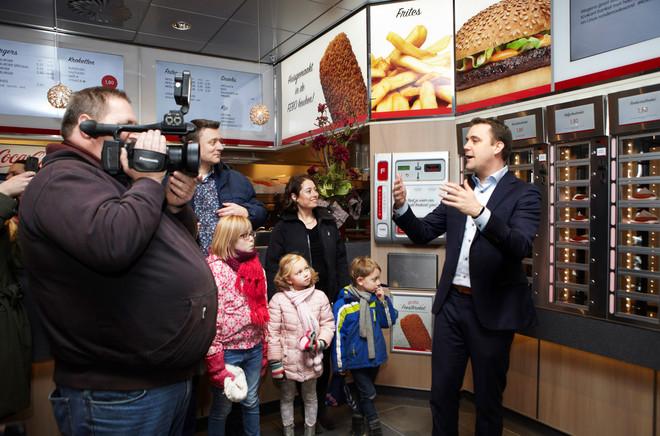 VVD-wethouder Marc Rosier opent de nieuwe FEBO in het Stadshart. Foto's: Jan Dirk van der Burg