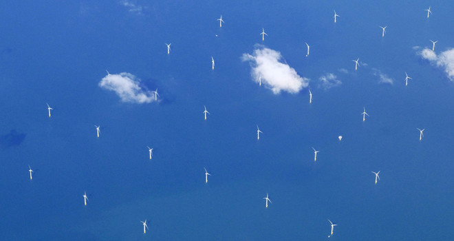 Een windmolenpark vanuit de lucht gezien in de Noordzee tussen Nederland en Engeland. Foto: Amber Beckers / Hollandse Hoogte