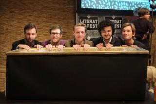 Daniël van der Meer, Toine Donk, Bent van Looy, ondergetekende en Tim de Gier voordat Literaturfest XII begint. Foto: Joost Bastmeijer