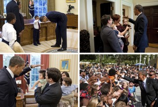 Vergelijking met de Paus is snel gemaakt. Zeker als Obama kinderen zijn hand boven het hoofd houdt. Maar hij zegent niet, hij voelt aan de statische haren. (Al zal een vergelijking met de Paus hem niet slecht uitkomen). Foto's: Pete Souza/the White House