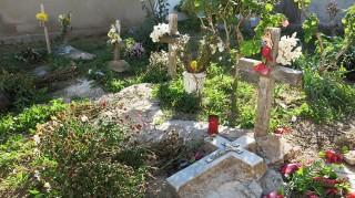De graven van zeven bootvluchtelingen die in 2003 omkwamen voor de kust van Lampedusa. Foto: Maite Vermeulen