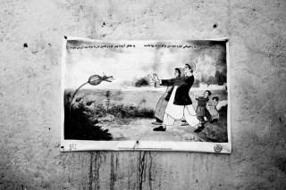 Een poster ter waarschuwing van het gebruik van opium in Kabul, Afghanistan. Foto: Paolo Pellegrin/Magnum Photos/HH