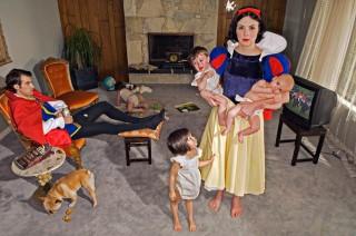 Sneeuwwitje, moeder van vier. Foto: Dina Goldstein