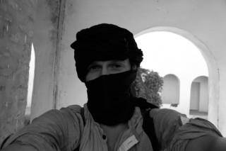 Andreas Stahl heeft zich min of meer onherkenbaar gemaakt met een halve hoofddoek. Foto (zelfportret): Andreas Stahl