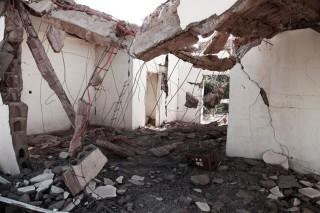Het hotel N'Douldi in Douentza is verwoest door een luchtaanval van het Franse leger. Foto: Andreas Stahl