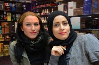 Een ontmoeting in een winkel van een luxe winkelcentrum in Teheran. Foto: Shiva