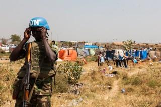 'De Nuer in het kamp zeggen zich nog lang niet veilig voelen en veiligheidsexperts twijfelen aan de vermogens van de VN om burgers te kunnen beschermen.' Foto: Adriane Ohanesian
