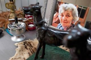 Portret van Aaltje Geis in het huis van Jacqueline. Foto: Martijn van de Griendt
