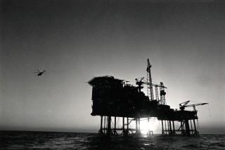 Een combinatie van Booreiland en olieproductieplaform op de Noordzee (1985). Foto Gerard Wessel/Hollandse Hoogte