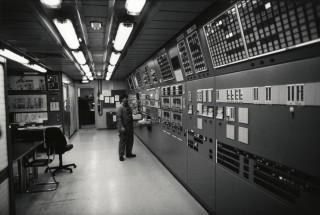 De controlekamer van een olieplatform in de Noordzee (1990). Foto: Hans Kouwenhoven/Hollandse Hoogte