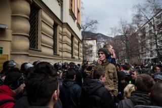 Opnieuw onrust in Sarajevo als aangehouden demonstranten van eerdere protesten worden vrijgelaten op 9 februari 2014. Foto: Jody Hilton