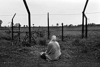 In de Bangaon-regio (India) zijn de grenshekken verwoest, maar durven de meeste lokale bewoners nog niet de grens over te steken. India zou de hekken moeten onderhouden, maar de regering reserveert er geen geld voor. Foto: Gaël Turine/HH
