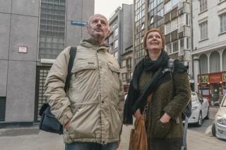 Marc Loy en Els Snick in Oostende op zoek naar locaties waar Roth sporen heeft nagelaten. Foto: Illias Teirlinck