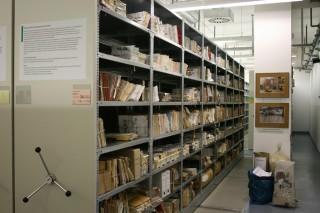 De BSTU, het Stasi-archief in Berlijn: 111 strekkende kilometer papieren documenten, vijftig kilometer archief op film, duizenden foto's, video's en audiodocumenten én 15.000 zakken verscheurde documenten. Foto: Kristof Clerix.