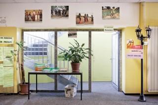 De hal van het ngo-complex waar Oxfam International kantoor houdt in Genève. Foto: Pieter van den Boogert