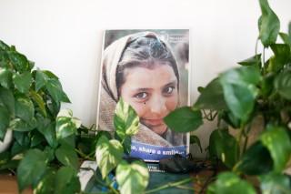 Deze poster, op kantoor bij WFP, vol gaten vanwege een bomaanslag in Pakistan in 2009. Foto: Pieter van den Boogert