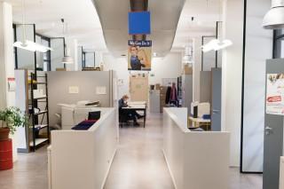 Werkruimte in het MSF kantoor in Brussel. Foto: Pieter van den Boogert