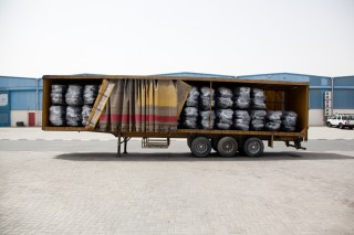 Truck vol tenten van UNHCR, die vervoerd zullen worden naar de grens van Ethiopië en Zuid-Soedan, om vluchtelingen onderdak te bieden. Foto: Pieter van den Boogert