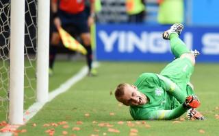 Deel 2: Jasper Cillessen mist de strafschop tijdens de wedstrijd tegen Spanje. Foto: Javier Soriano/ANP