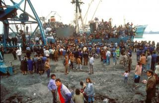 Maart 1991: Uittocht van Albanese vluchtelingen uit hun land dat in burgeroorlog is. Foto: Michel Setboun/Getty Images