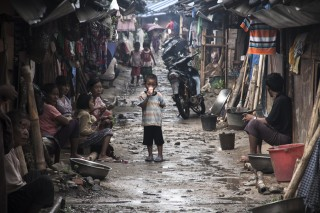 Bewoners in een kamp in Kachin, Birma.