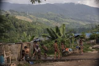 Kinderen uit een kamp aan de rivier. Kachin, Birma. Foto's: Andreas Stahl