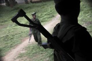 KIA-rebellen bij de grenspost.